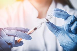 biyolojik ilaçlar Ankilozan spondilit tedavisinde inflamasyonu baskılamaya çalışırlar